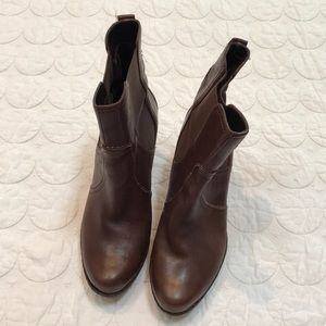 {Rockport} Brown Leather Pull On Platform Boots 9